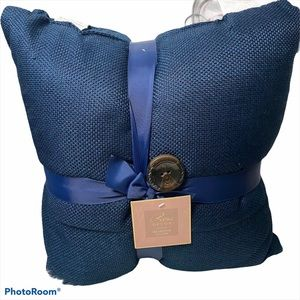 Navy blue bundle of two decorative pillows